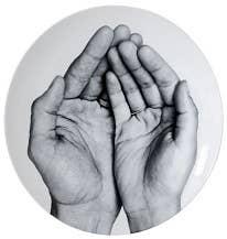 Je te Mangerais dans la Main by Prune Nourry & JR